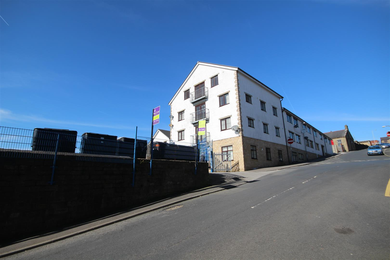 2 bedroom apartment To Let in Colne - IMG_9481.JPG